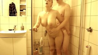 Real sex in the shower
